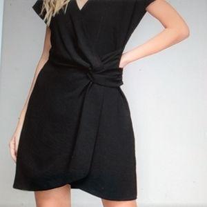 👠💄🌹Gorgeous Black Twist Front Dress